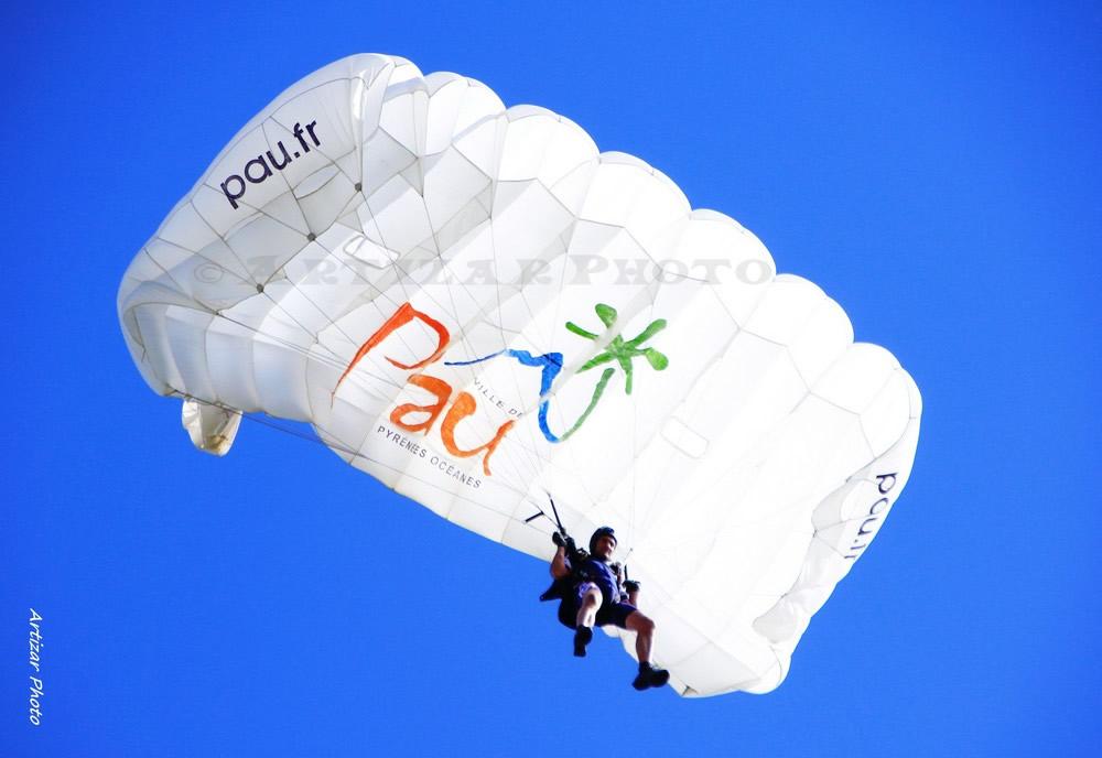 Parachutes 23030509 V2