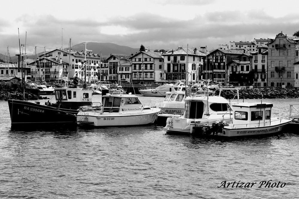les-bateaux-trnsformation-noir-et-blanc-vs