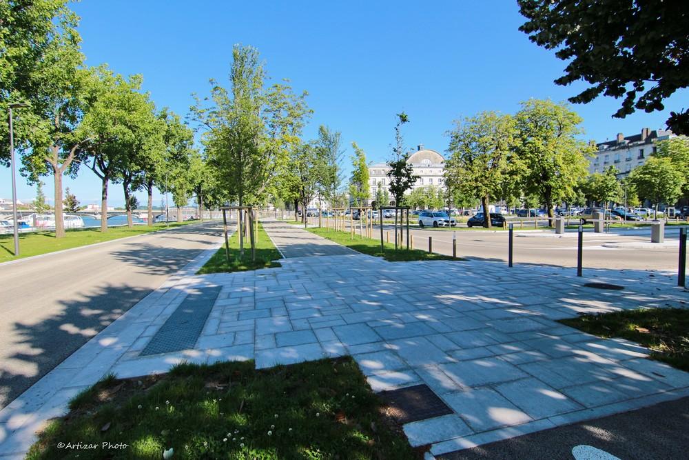 voie de bus et parking – Bayonne – Tokina 2106-1